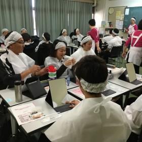 介護の基本Ⅱ 「化粧療法・資生堂」 (介護福祉科2年生)