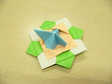 花こま(折り紙3枚を使って作ろう!)