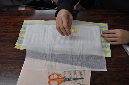 手作り紙おむつ(介護福祉科1年生)